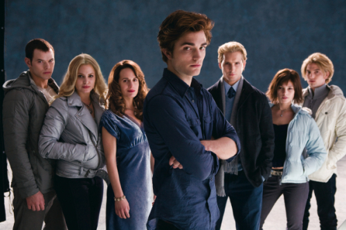 829431-cullens_family_up_coming_movie__large_msg_120458680299.jpg