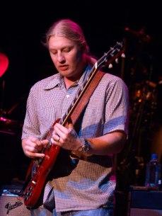 Derek_Trucks_slide-Allman_Bros_Band_2009